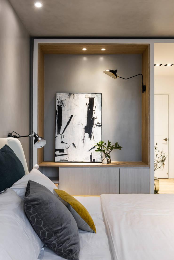 簡單的擺飾讓臥室也擁有藝術氣息:  小臥室 by Fertility Design 豐聚空間設計, 現代風