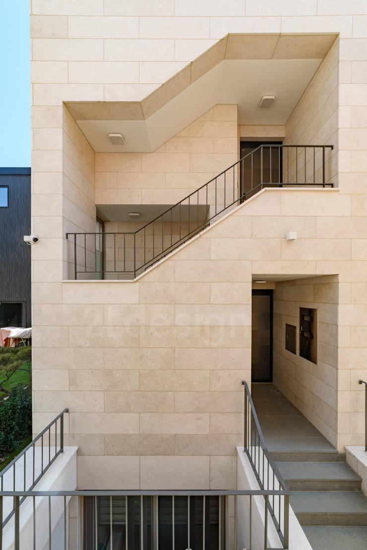 위례신도시 단독주택: 2LDESIGN [ 이엘디자인 ]의  벽,모던