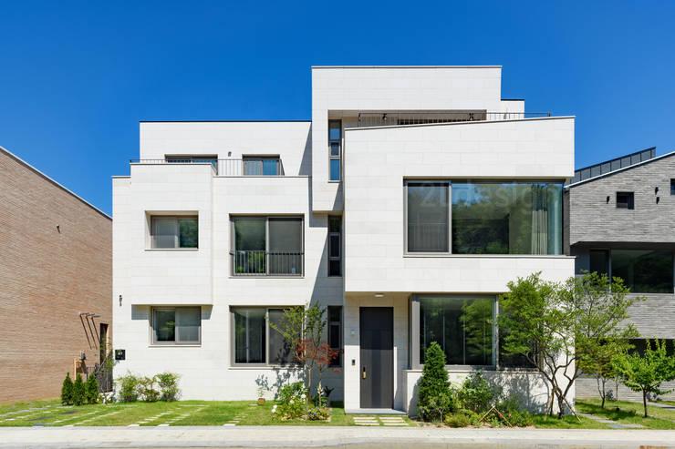 위례신도시 단독주택: 2LDESIGN [ 이엘디자인 ]의  다가구 주택,모던