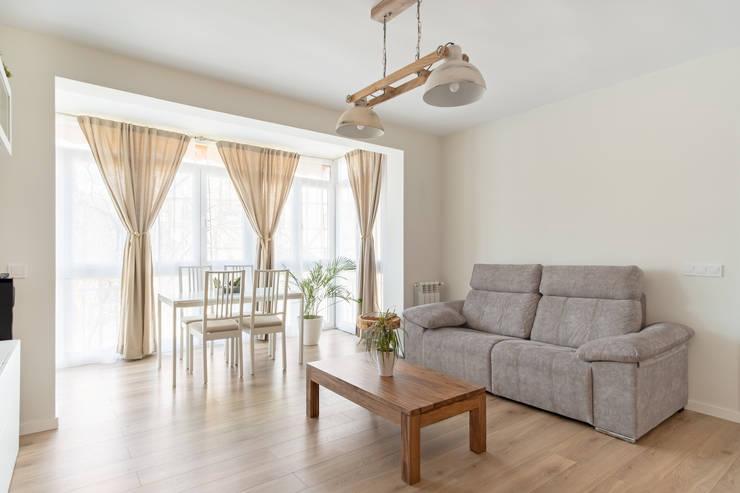 Terraza incorporada al salón : Salones de estilo  de Arquigestiona Reformas S.L., Minimalista Derivados de madera Transparente