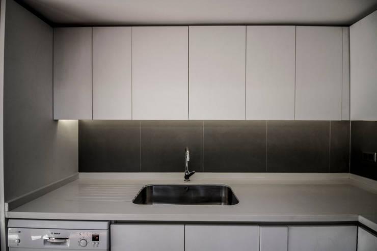 Cocina:  de estilo  por arquitectura oficio spa, Rústico