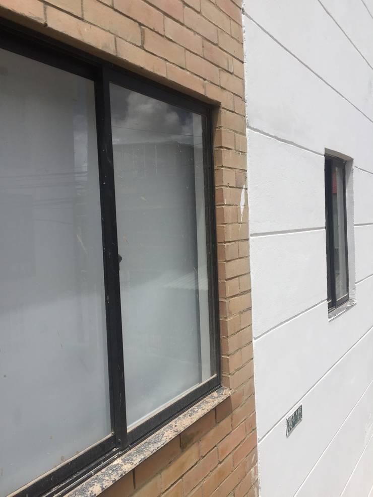 VENTANERIA : Ventanas de PVC de estilo  por FENIXARQ., Minimalista Aluminio/Cinc