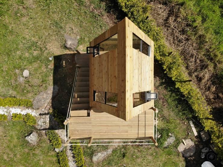 VILLA DE LOS ANGELES: Casas de madera de estilo  por TALLER DOS ARQUITECTOS, Rural