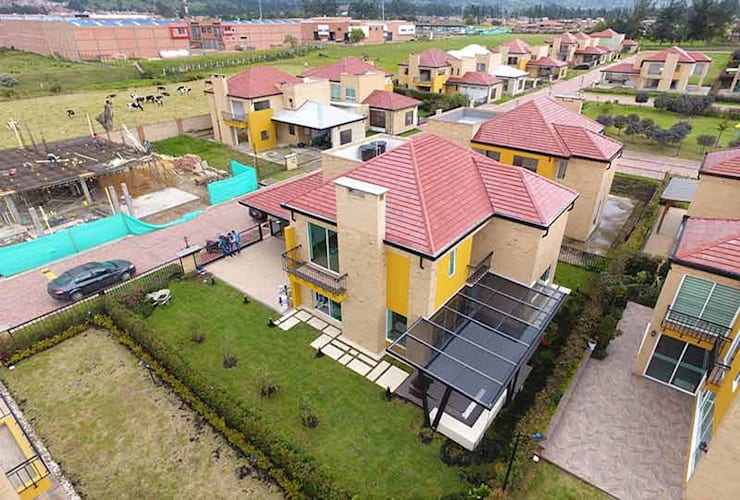 Casa Club del comercio : Casas de estilo  por PLASS Arquitectura & Construcción, Moderno