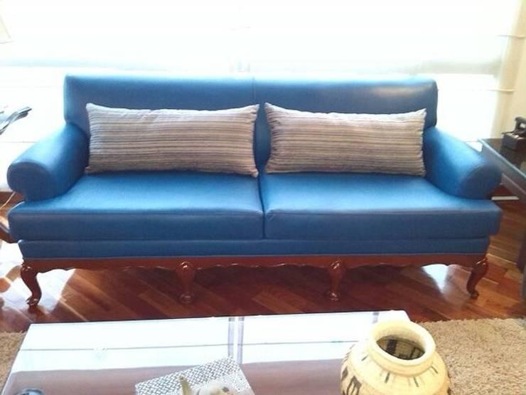 Sofá Clásico:  de estilo  por KAYROS ARQUITECTURA DISEÑO INTERIOR, Clásico