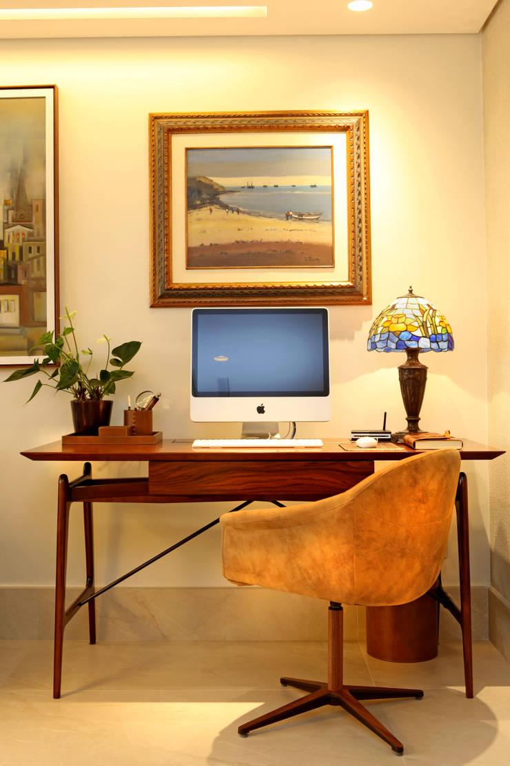 Study/office by Célia Orlandi por Ato em Arte, Modern