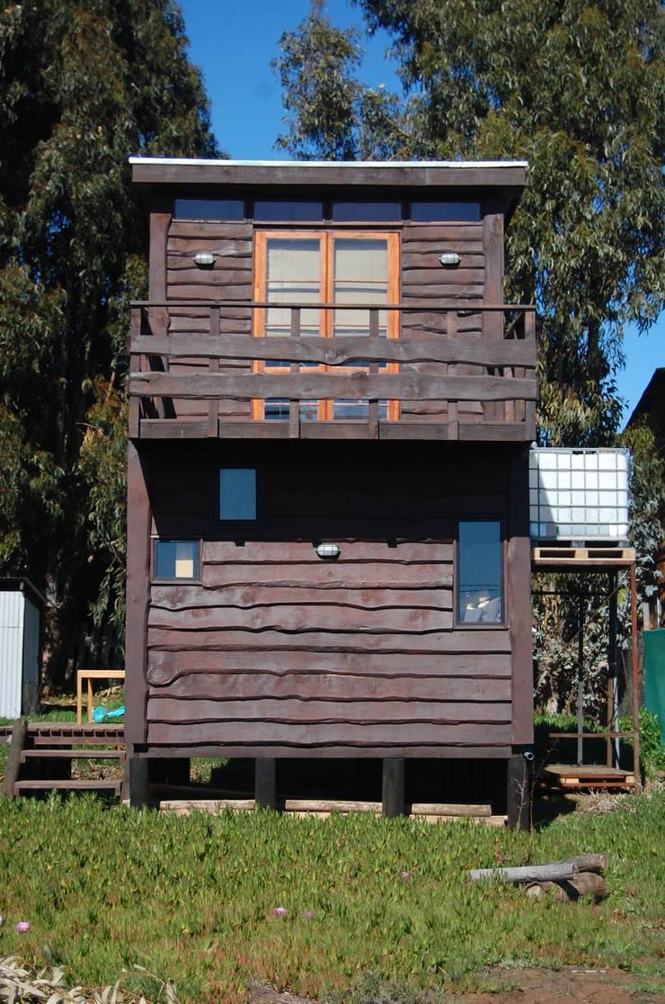 Cabaña/Taller Repalet / Horcon Chile: Cabañas de estilo  por crog, Rústico Madera Acabado en madera