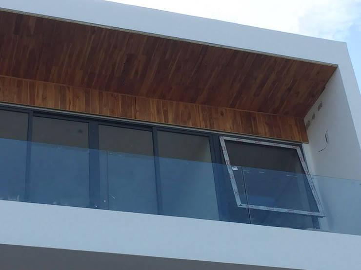 Thi công sàn ngoài trời - ốp trần ngoài ban công bằng gỗ teak - gỗ giả ty bởi KIÊN LINH