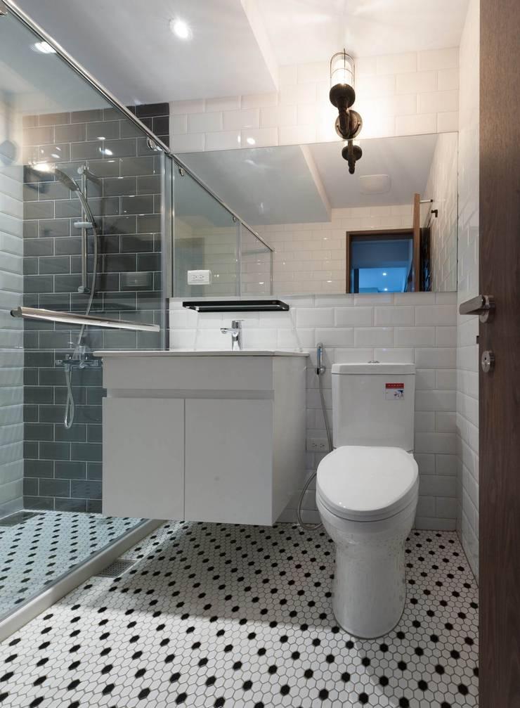 回家後:  浴室 by 問李室內裝修有限公司, 北歐風 磁磚