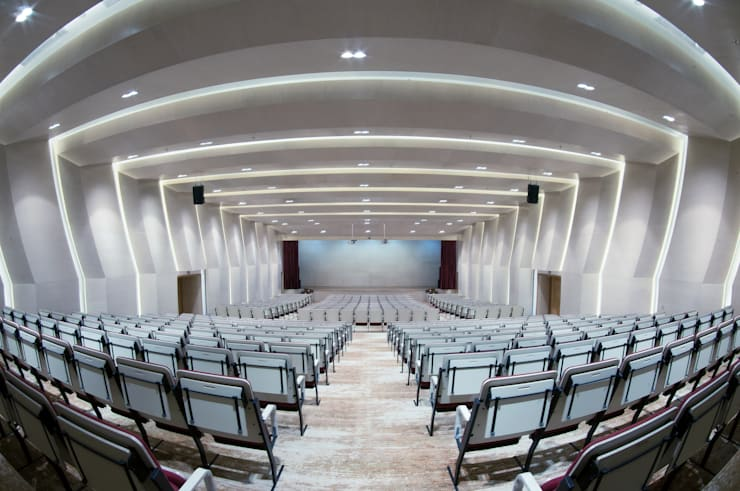 Salas multimedia de estilo moderno de INSADA DESIGN TEAM Moderno