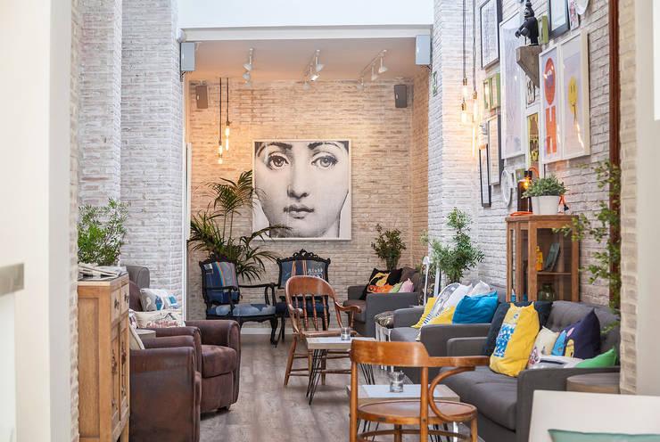 Bar & Klub  oleh La Mano Derecha estudio, Eklektik