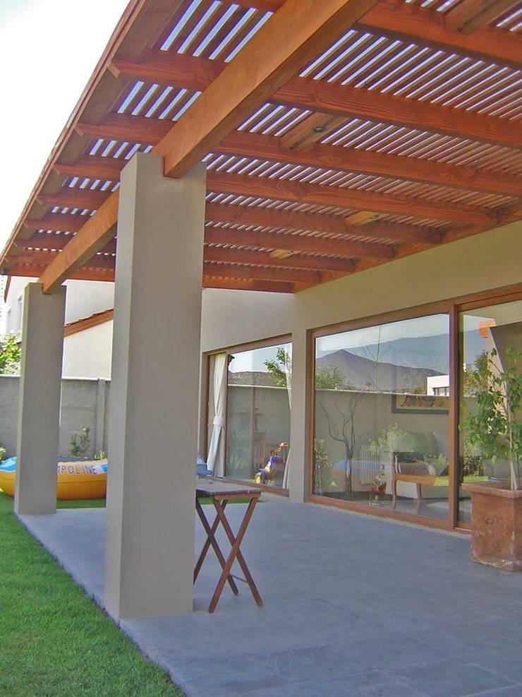 Terrazas de Madera : Terrazas  de estilo  por Comercial Dominguez, Rústico Madera Acabado en madera