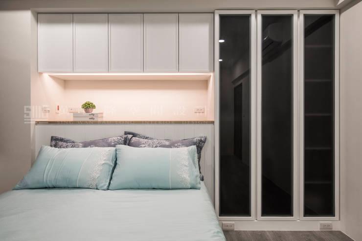 老屋新力/星光水悅:  臥室 by SING萬寶隆空間設計, 北歐風