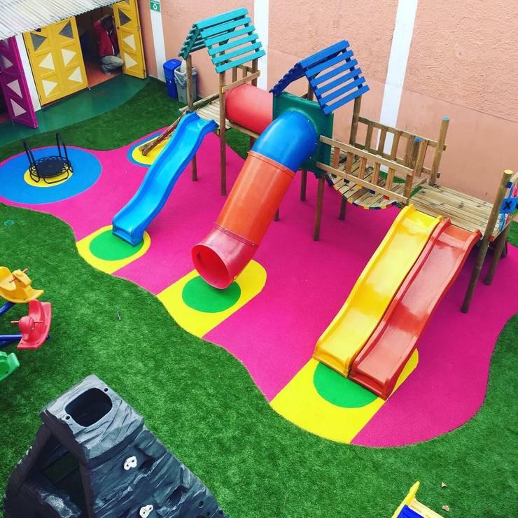 Parque kids: Escuelas de estilo  por TikTAK ARQUITECTOS, Tropical Goma