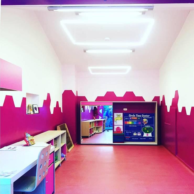 Salón de Lenguaje: Escuelas de estilo  por TikTAK ARQUITECTOS, Moderno