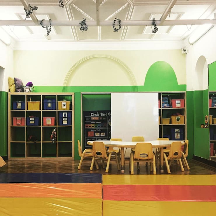 Salón de movimiento: Escuelas de estilo  por TikTAK ARQUITECTOS, Moderno