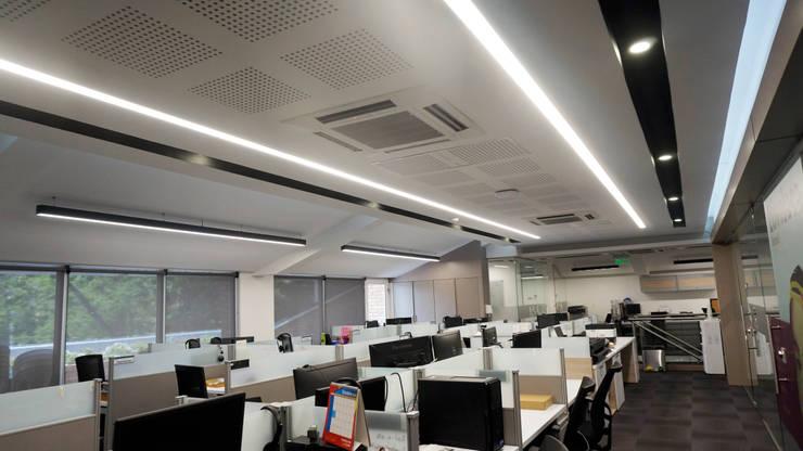Puestos área administrativa y Recursos humanos: Oficinas y Tiendas de estilo  por Velasco Arquitectura, Moderno