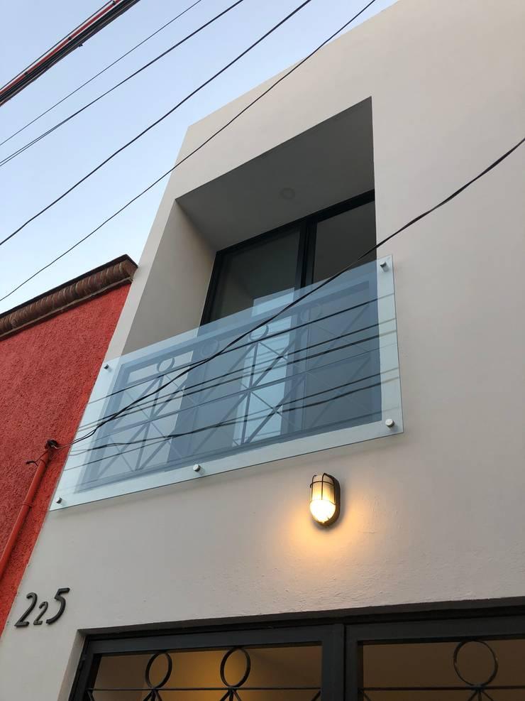 Casa - Santa Tere: Casas prefabricadas de estilo  por Arquimia Arquitectos, Moderno