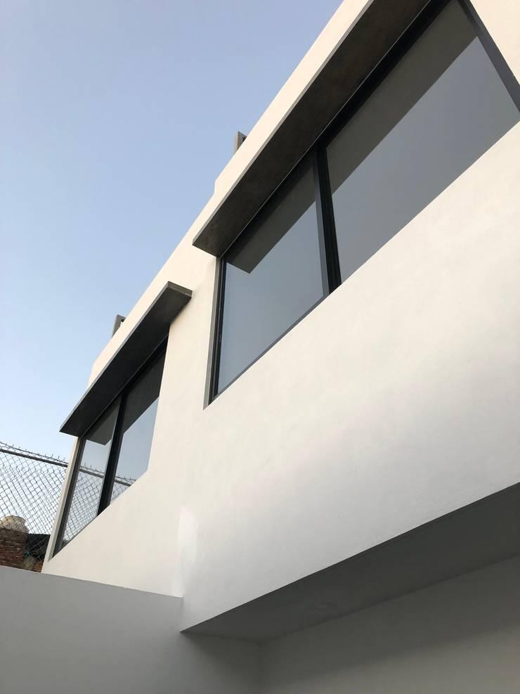 Casa – Santa Tere: Casas prefabricadas de estilo  por Arquimia Arquitectos, Moderno