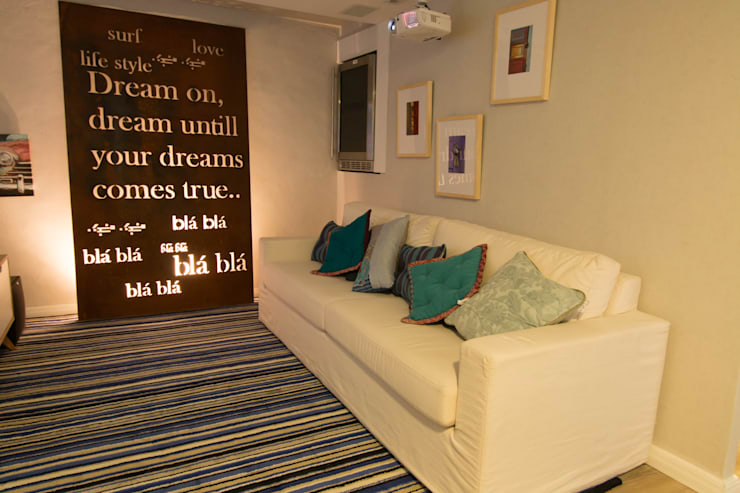 Apartamento da 'Kite Surf': Salas de estar  por KELLY ALMEIDA,Mediterrâneo