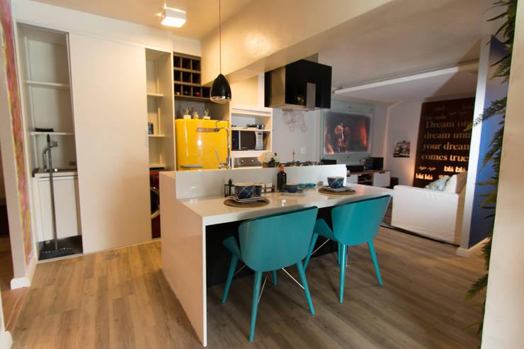 Apartamento da 'Kite Surf': Cozinhas  por KELLY ALMEIDA,Mediterrâneo