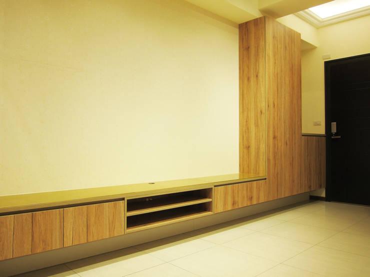 全室案例-台北市大同區-1:  客廳 by ISQ 質の木系統家具, 北歐風
