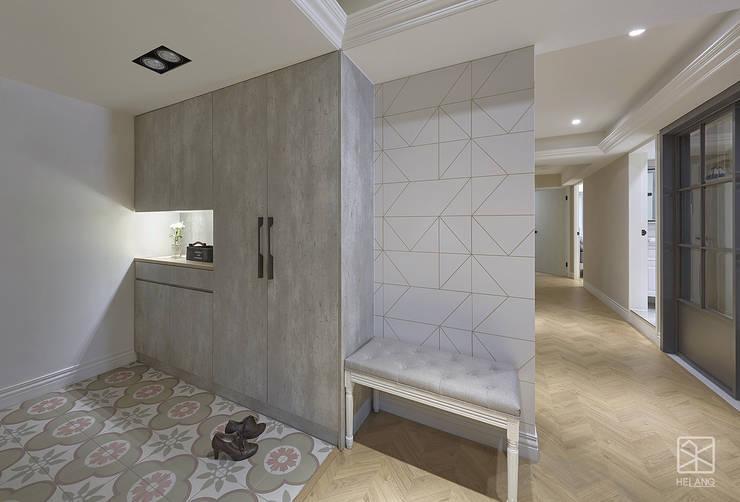 Pasillos, vestíbulos y escaleras clásicas de 禾廊室內設計 Clásico