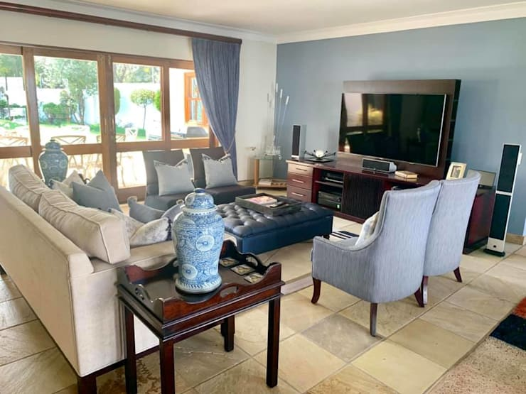 2015 Classical Interior Renovation—Revisited 2019:  Living room by CS DESIGN, Classic