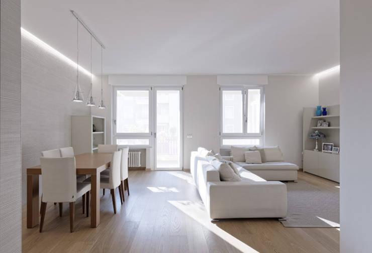 BEIGE IS THE NEW WHITE Soggiorno moderno di GruppoTre Architetti Moderno