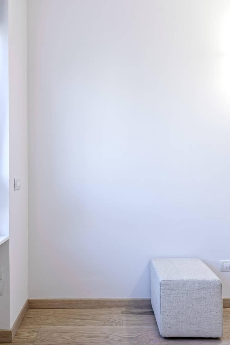 BEIGE IS THE NEW WHITE Spogliatoio moderno di GruppoTre Architetti Moderno