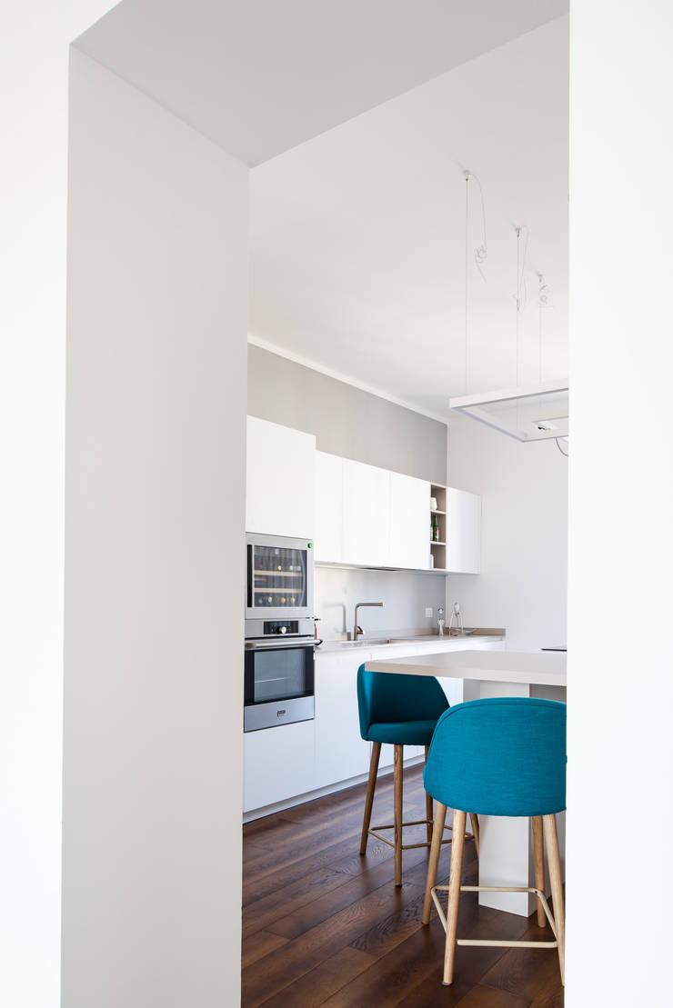 CASA A Cucina minimalista di GruppoTre Architetti Minimalista