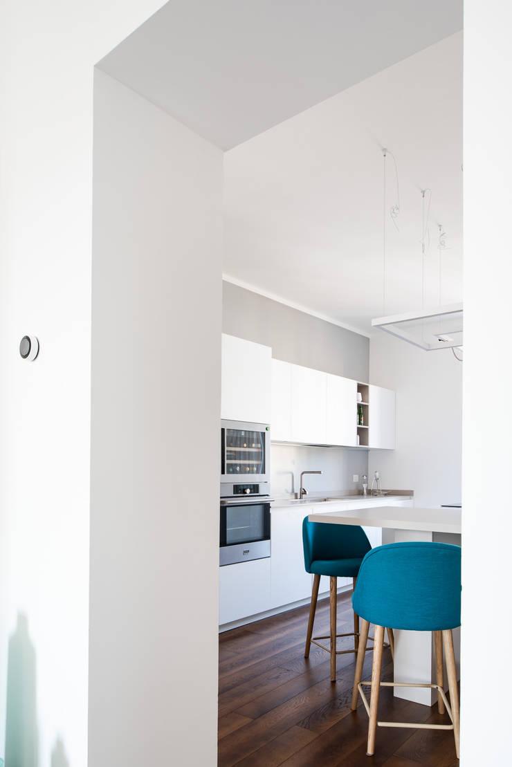 CASA A di GruppoTre Architetti Minimalista