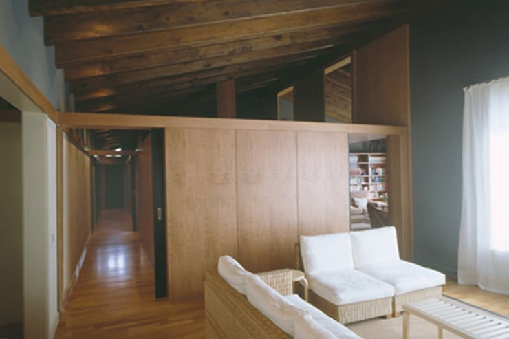 zona de estar: Salones de estilo  de SANTI VIVES ARQUITECTURA EN BARCELONA, Rústico Madera Acabado en madera