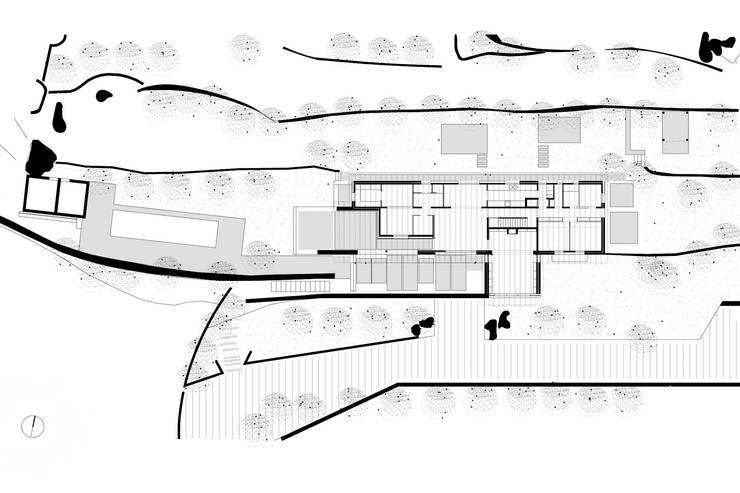 Adaptación al entorno: Casas unifamilares de estilo  de SANTI VIVES ARQUITECTURA EN BARCELONA, Rústico Madera Acabado en madera