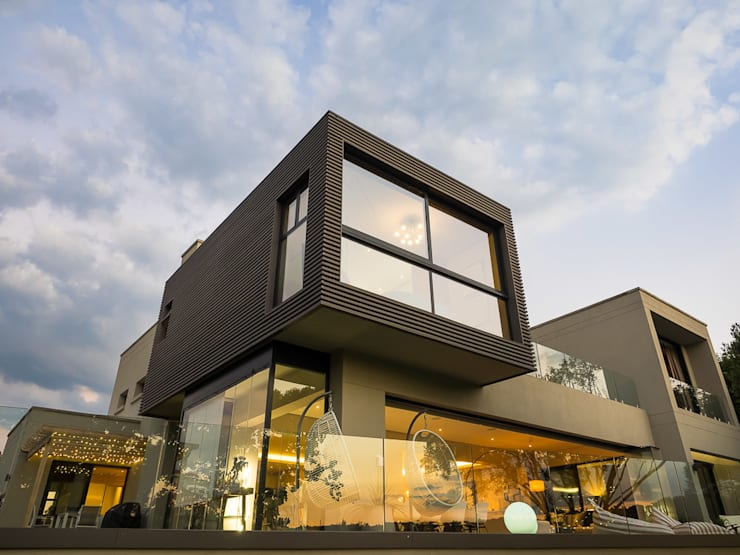 Exterior view from Golf Course:  Patios by DOWN to Earth Architects & Interiors, Modern Wood Wood effect