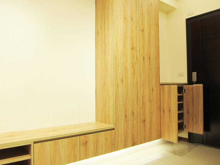 全室案例-台北市大同區-2:  走廊 & 玄關 by ISQ 質の木系統家具, 北歐風