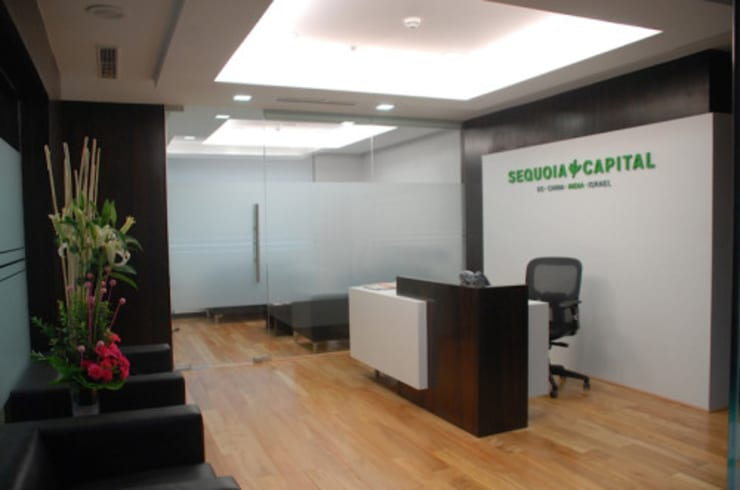 Espaces de bureaux minimalistes par PT.KREASI ARTISTIKA GLOBALINDO Minimaliste Contreplaqué