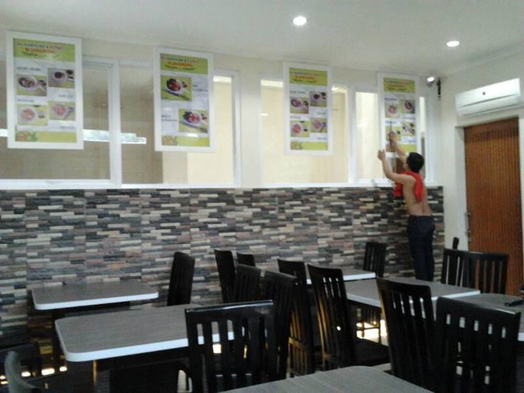 INTERIOR CAFE: Restoran oleh PT.KREASI ARTISTIKA GLOBALINDO, Minimalis Kayu Lapis