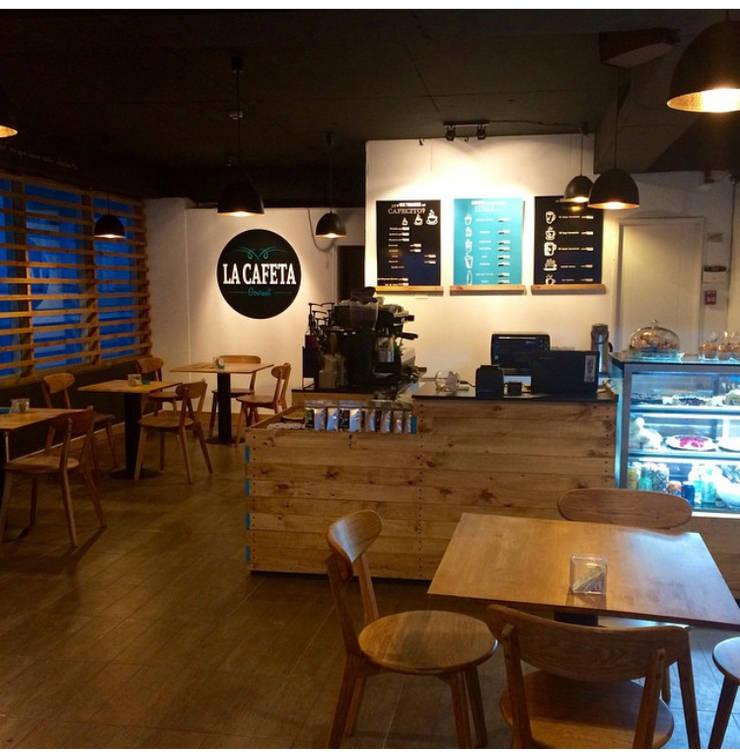 La Cafeta: Restaurantes de estilo  por Agapanto, Rústico