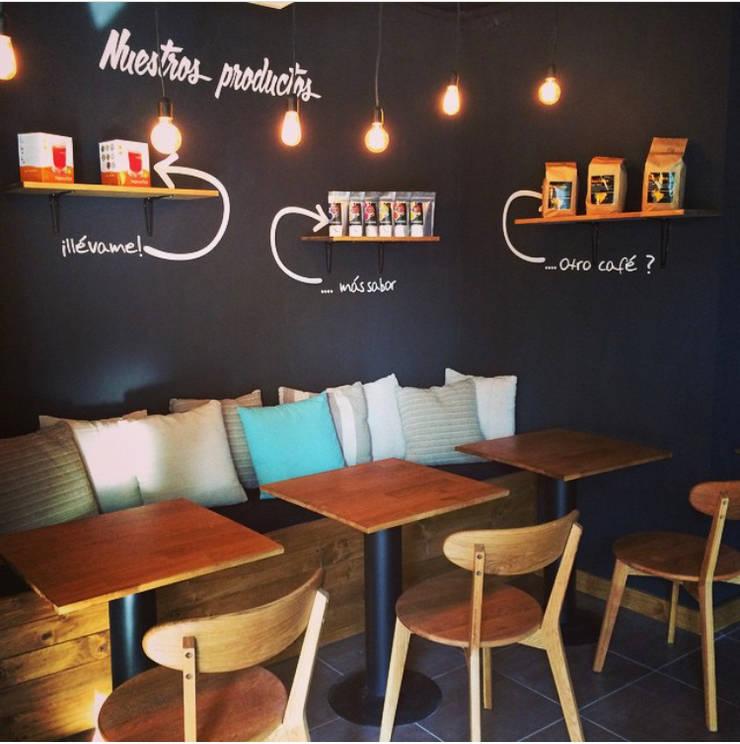 La Cafeta: Restaurantes de estilo  por Agapanto, Rústico Madera Acabado en madera