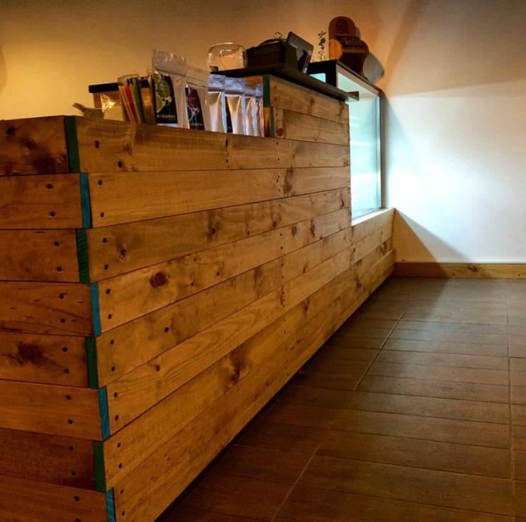 La Cafeta:  de estilo  por Agapanto, Rústico Madera Acabado en madera