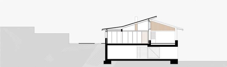 Sección de la casa: Casas unifamilares de estilo  de SANTI VIVES ARQUITECTURA EN BARCELONA, Rústico