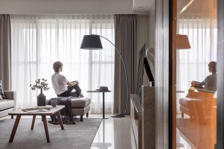 客廳:  客廳 by 存果空間設計有限公司, 現代風