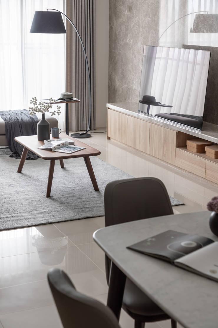 客廳: 現代  by 存果空間設計有限公司, 現代風