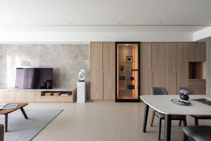 電視牆:  客廳 by 存果空間設計有限公司, 現代風