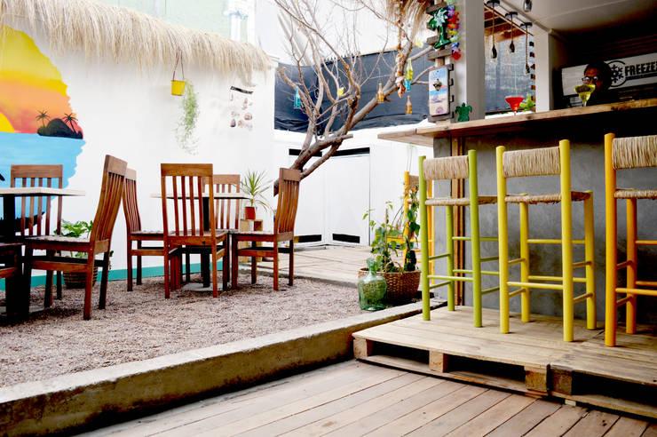 Caribe Bar - Restaurant : Restaurantes de estilo  por Mc-Architect, Tropical