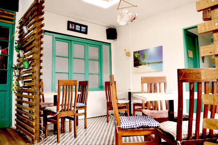 Caribe Bar – Restaurant : Restaurantes de estilo  por Mc-Architect, Tropical