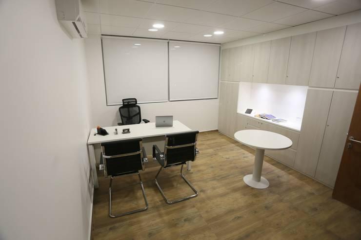 Construcción y Habilitación de Oficinas: Edificios de Oficinas de estilo  por MSC INGENIERIA SPA, Clásico