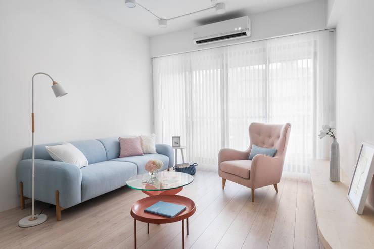 Livings de estilo escandinavo de 寓子設計 Escandinavo