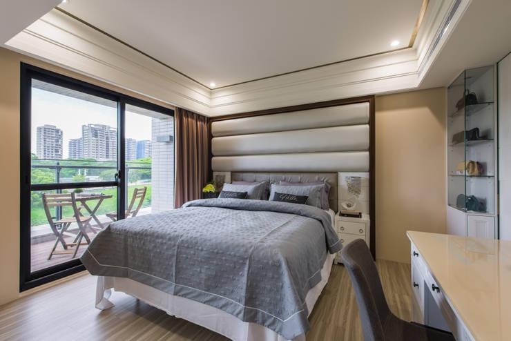 Dormitorios pequeños de estilo  por 你你空間設計, Moderno Compuestos de madera y plástico